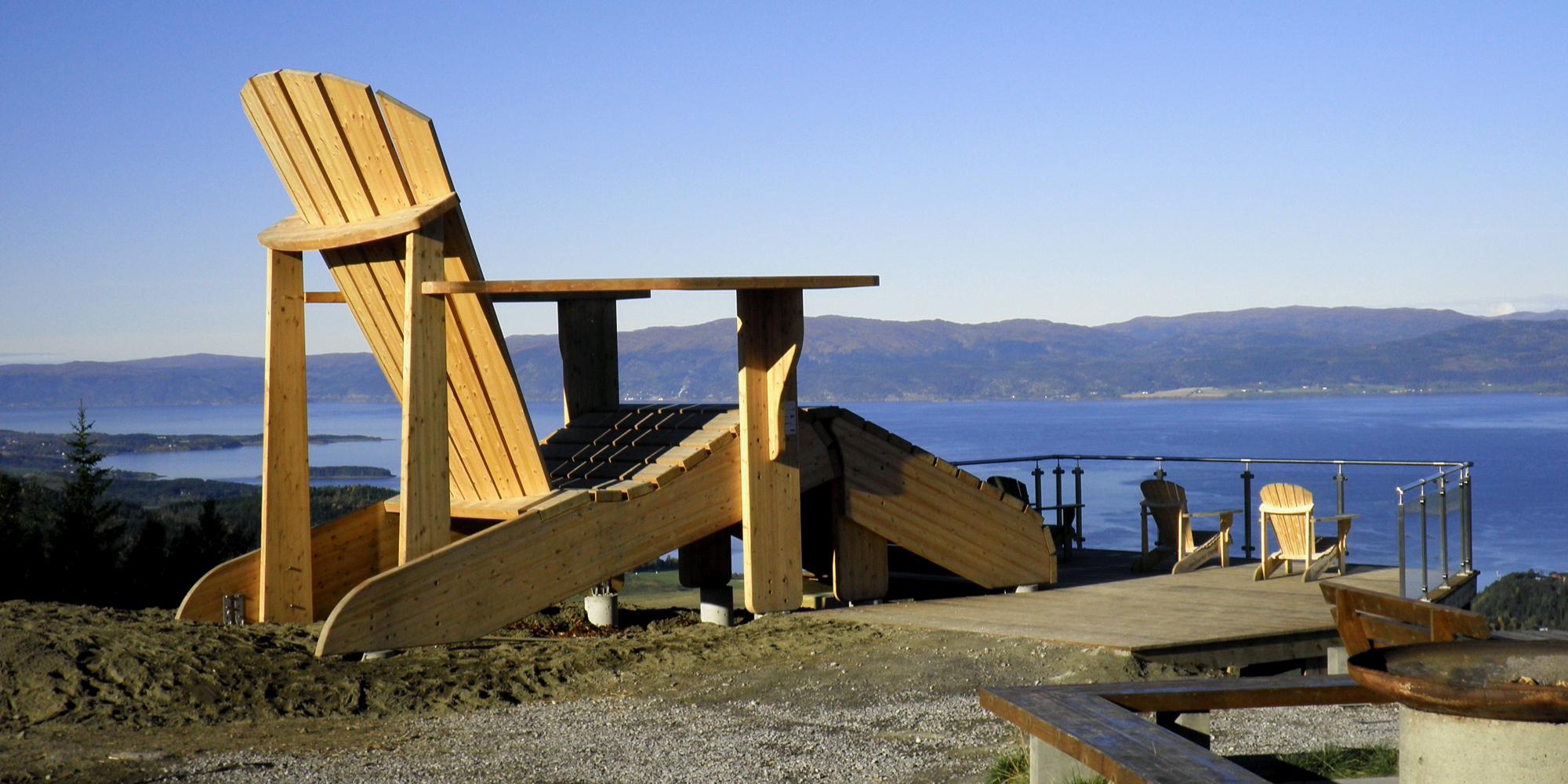 Oftenåsen, Steinkjer med verdens største hagestol