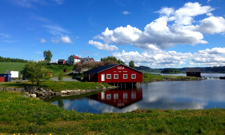 Saga - senter for fotografi ligger vakkert til ved enden av Borgenfjorden.